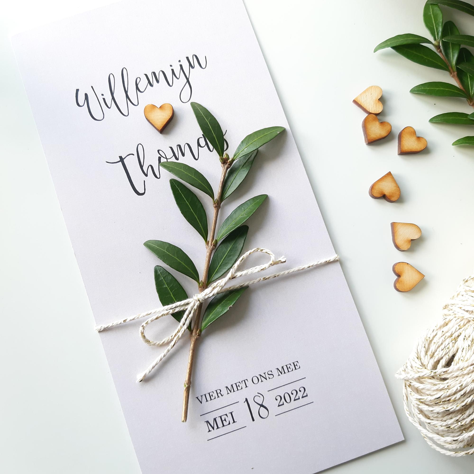 Trendy trouwkaart met echt houten hartje