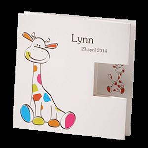 Lieve babykaart met gekleurde giraffe