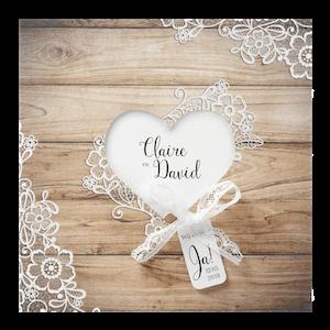 Klassieke trouwkaart met houtachtergrond I Belarto 726003