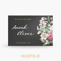 Trouwkaart goudfolie met rozen op donkergrijze achtergrond