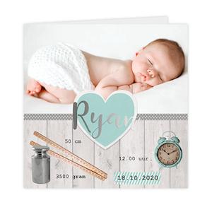 Zilverfolie geboortekaartje met foto, klok, meetlat en gewicht