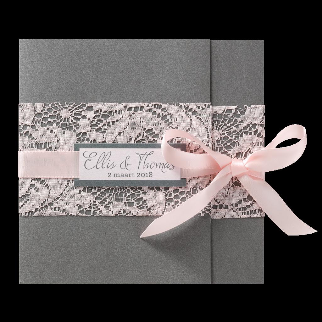 Stijlvolle trouwkaart met roze strik en kant I 726077