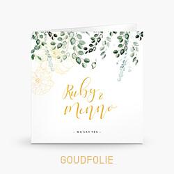 Goudfolie trouwkaart met eucalyptus en bloemtekening