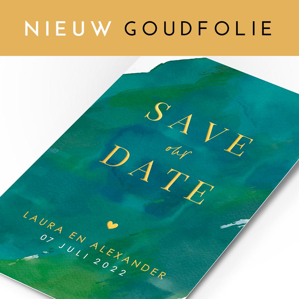 Goudfolie lettters op Save the date kaart met groene aquarel