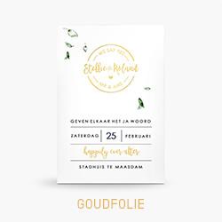 Goudfolie trouwkaart met stempel en groene bladeren