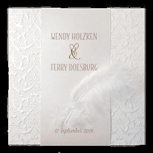 Klassiek trouwkaart van Belarto met parelmoerband en veertje I 727029