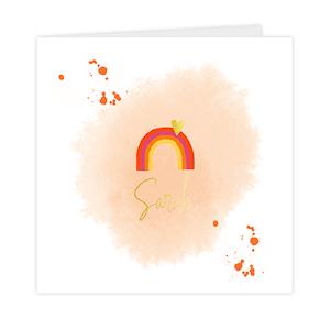 Hippe goudfolie geboortekaart voor meisje met waterverf en regenboogje