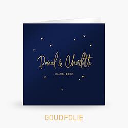 Goudfolie trouwkaart met hartjes en sierlijke letters