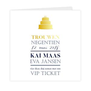 Goudfolie trouwkaart met bruidstaart en klassieke typografie