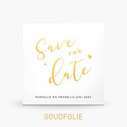 Save the Date kaart goudfolie met sierlijke letters en hartjes