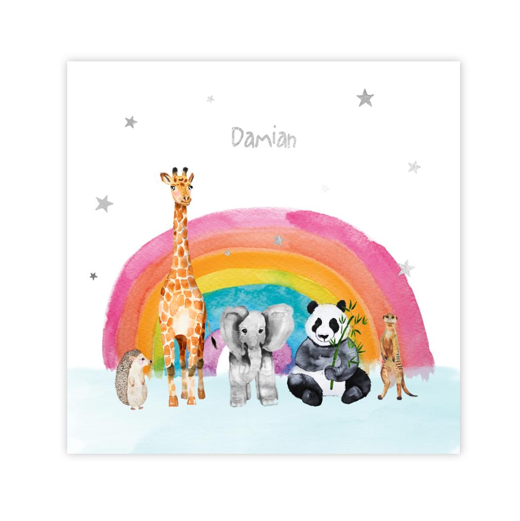Vrolijke zilverfolie geboortekaart jongen met dieren en regenboogje