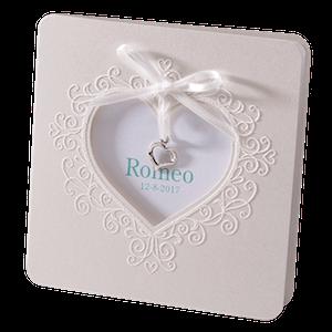 Romantisch Belarto geboortekaartje met lint en bedeltje