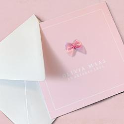 Klassiek geboortekaartje dochter in zacht roze met echt strikje