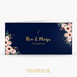 Uitnodiging goudfolie 10 jaar getrouwd met bloemen