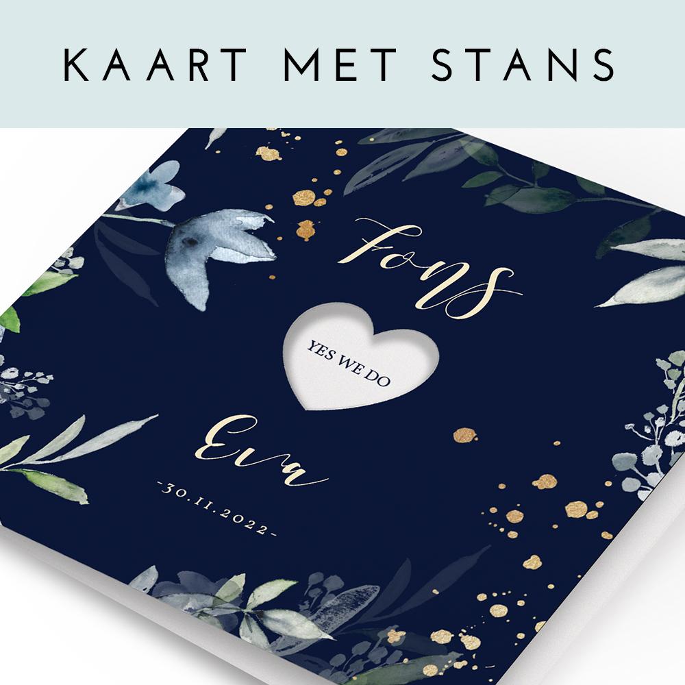 Trouwkaart met uitsnede hart en aquarel bloemen