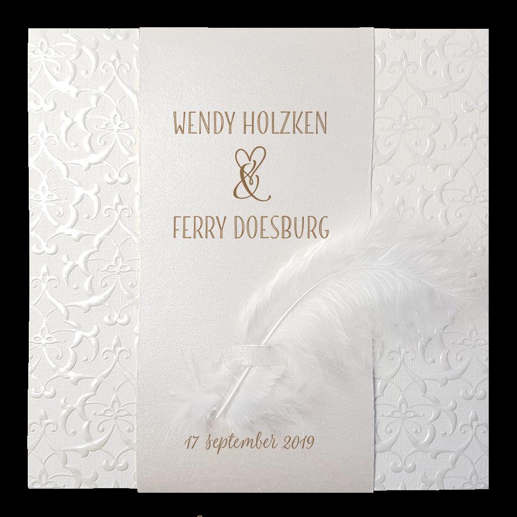 Klassiek trouwkaartje van Belarto met parelmoer en veertje I 727029