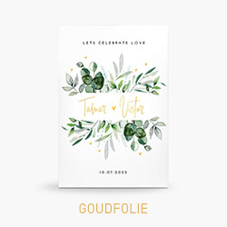 Trouwkaart met goudfolie letters en eucalyptus takjes