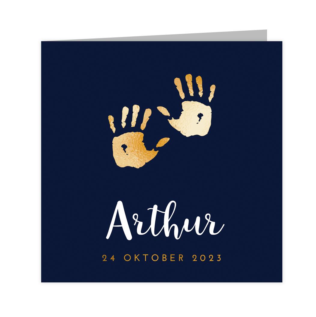 Klassiek goudfolie geboortekaartje voor jongen in blauw met handjes